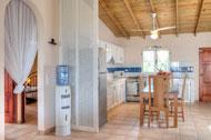 Acceso a las habitaciones y cocina de Areito Del Mar, apartamentos en Las Terrenas, Playa Las Ballenas