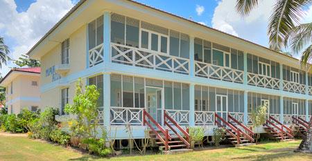 Vista exterior de la Residencia Mar Azul, Playa Las Ballenas, Las Terrenas