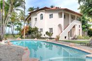 Vista exterior y piscina de Areito Del Mar, apartamentos en Las Terrenas, Playa Las Ballenas
